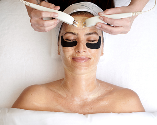 Tracy_Eye_Peel_and_BT_Nano_in_Treatment_Room_-_Pro_Power_Eye_Peel