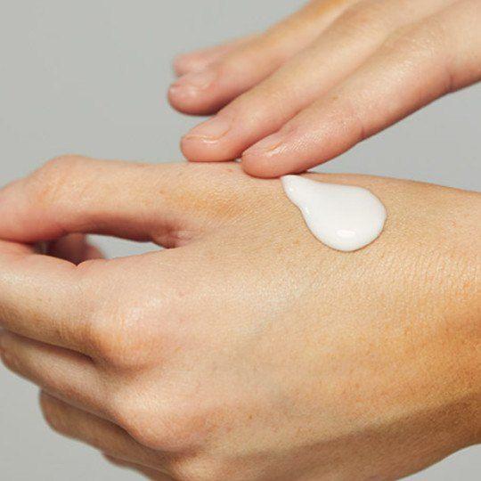 droge handen door alcohol en handen wassen