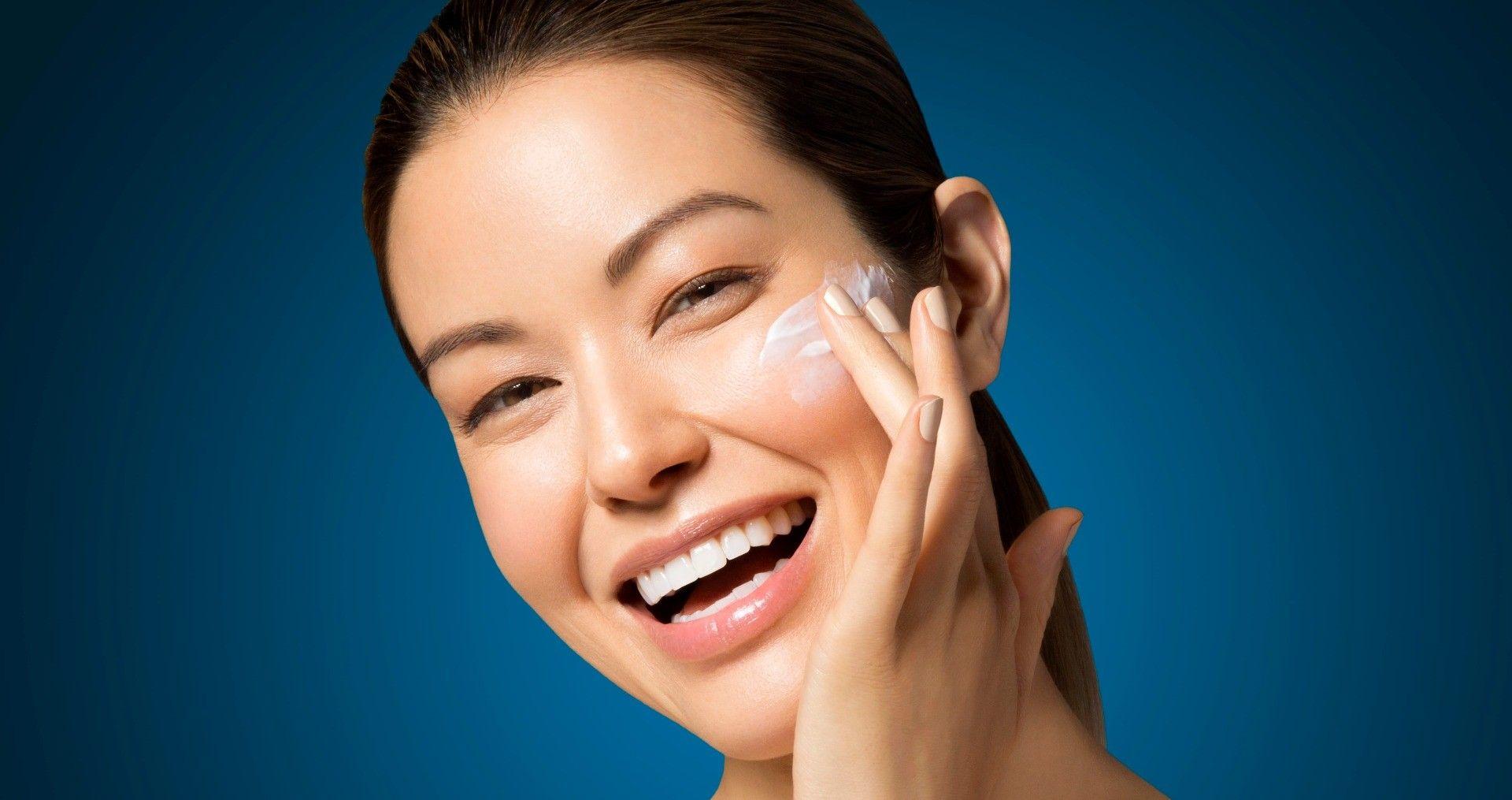 izzy applying Skin Smoothing Cream